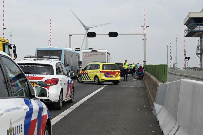 Na het ongeluk werden hulpdiensten en een berger ingeschakeld voor assistentie. Daardoor werd de rechterrijstrook afgesloten en ontstond een file van 5 kilometer.