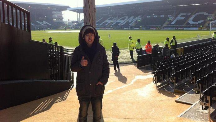Tae Young bij Craven Cottage, het stadion van Fulham.