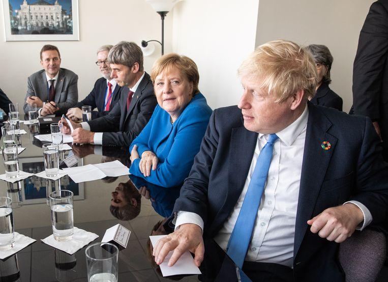 Angela Merkel en Boris Johnson op een eerdere ontmoeting. Beeld EPA