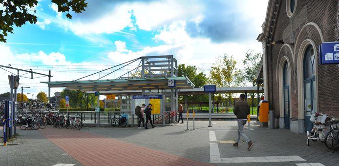 Aan de zijkant van het station in Middelburg komt een nieuw ontvangstplein, met horeca, zoals een kiosk voor koffie en broodjes.