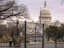 Il alerte sur la présence de nazis au Capitole, son entreprise le licencie avant de faire marche arrière