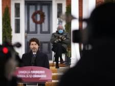 Trudeau utilise le meme de Bernie Sanders pour appeler à éviter les voyages