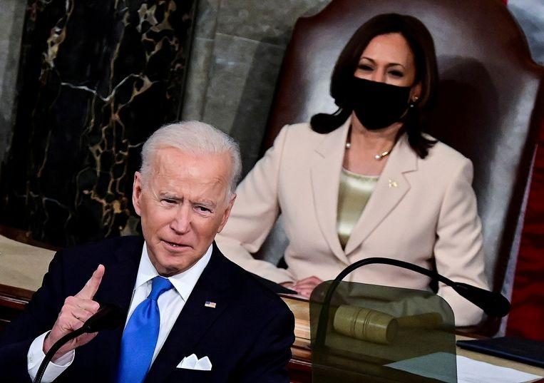 Volgens het persbureau Reuters zal de regering-Biden eisen dat buitenlandse reizigers volledig gevaccineerd moeten zijn. Beeld REUTERS