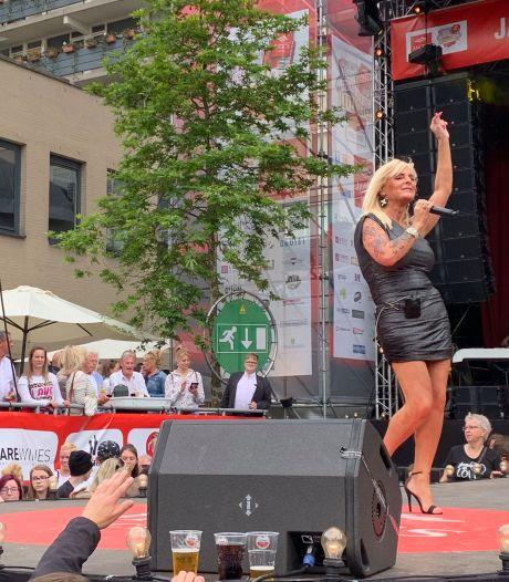 Een leven tussen de kassa en het podium voor Tilburgse zangeres Colinda