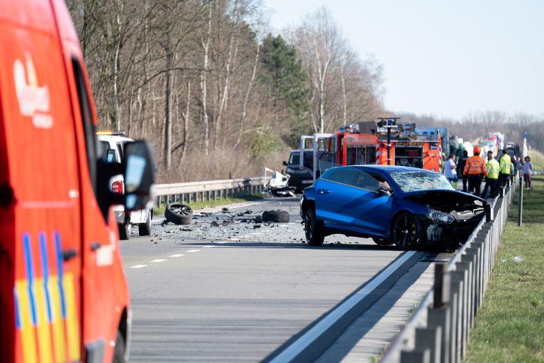 Op de R6 tussen Berlaarbaan en Putsesteenweg raakten drie voertuigen betrokken bij een ongeval.