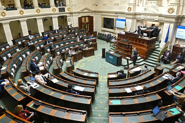 Slechts een deel van de Kamerleden was gisteren aanwezig in het federale parlement. Beeld Photo News