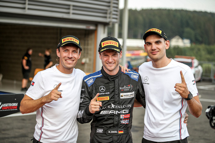 Yelmer Buurman (links) met zijn ploegmaten Maro Engel (midden) en Luca Stolz.