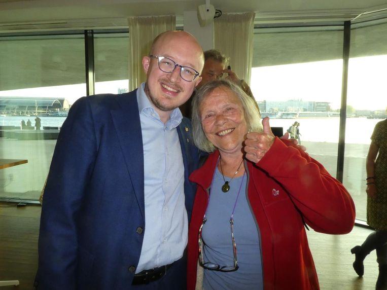 Peter Vermeulen (Cannabis Capital Convention) en Mila Jansen, 'queen of hash', want ze had de eerste mechanische methode om kristallen van plantenmateriaal te scheiden. Zoiets. Beeld Hans van der Beek