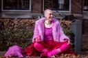 Renske Claas uit Meppel trekt iedere dag kleren aan met maar één kleur: roze. Ze zegt er gelukkig van te worden en ziet bij mensen om haar heen een positieve reactie.