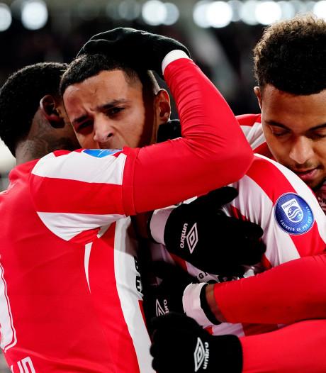 Getergd PSV speelt de frustraties van zich af tegen zwak Fortuna; Afellay maakt rentree