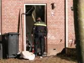 Vuurwerkbom blaast voordeur woning op Urk weg