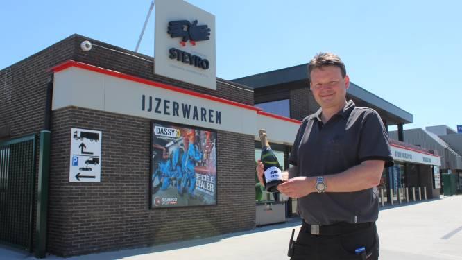 """Steyro blaast 40 kaarsjes uit met liters gratis champagne: """"Voor de stielman en betere doe-het-zelver"""""""