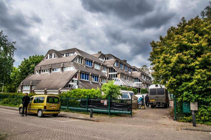 Het gekraakte kantoorpand aan de Apennijnenweg op Stappegoor in Tilburg.