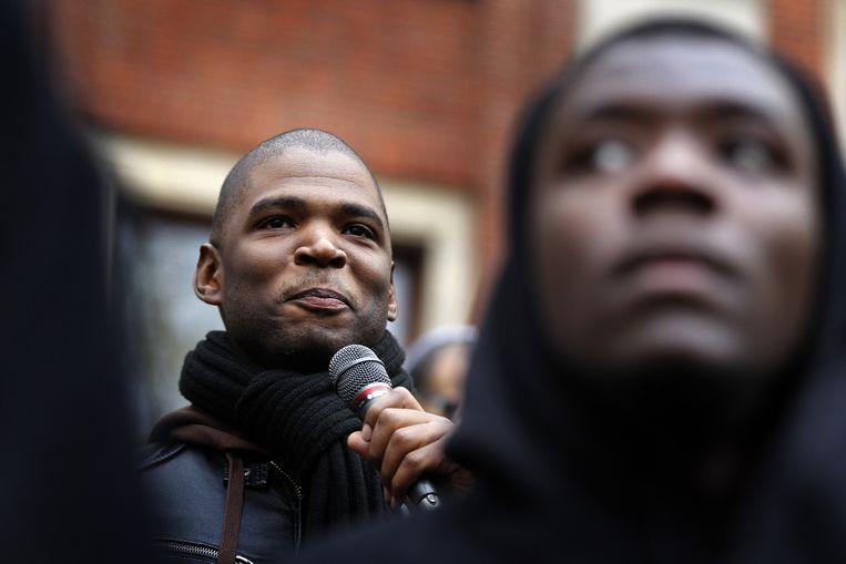 Quinsy Gario spreekt tijdens een protest van comité Zwarte Piet Niet. Beeld anp