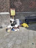 Sluikstort in de Dampoortwijk.