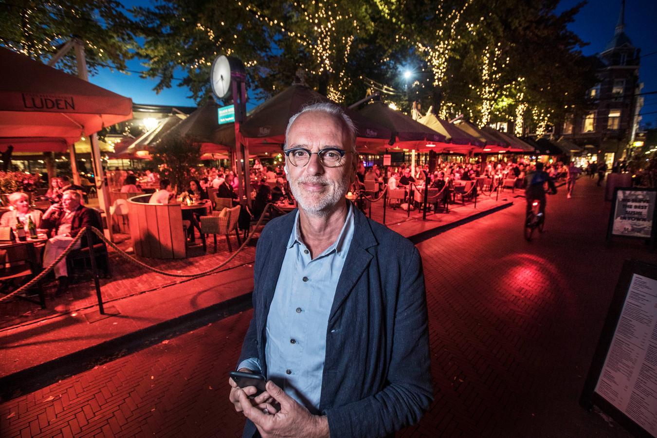 Maarten Hinloopen op het Plein, in september toen de coronamaatregelen voor de horeca waren versoepeld. Sinds half oktober is de hele horeca weer dicht.