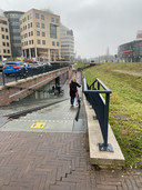De fietsenstalling van het station in Deventer ligt verdiept. Nico Mulder reed van de trap af in de schemering van de dinsdagmorgen.