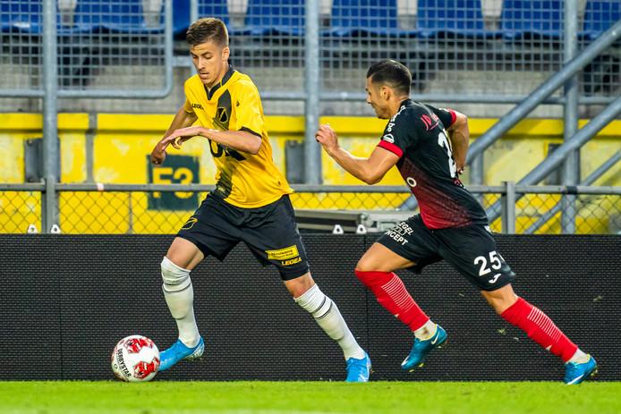 Luka Ilic in actie tegen RWDM.