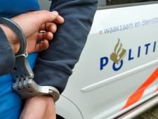 Vrouw onder invloed van drugs rijdt expres tegen auto's, scooters en kliko's in Breda