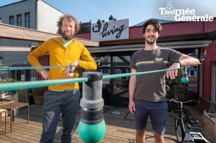 Gert De Bie en Jens Van den Broek op het terras van Staminee De Living.