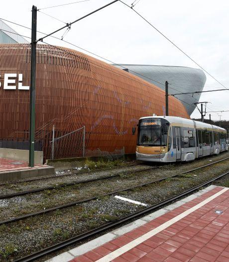 Drame à Bruxelles: un homme meurt après être passé sous un tram en trottinette