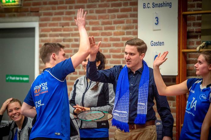 Coach Paul Vennekens (midden) van Smashing op archiefbeeld.