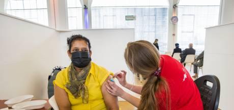 In Rotterdam laten minder mensen zich vaccineren dan elders: 'We moeten giftige tegencampagne bestrijden'