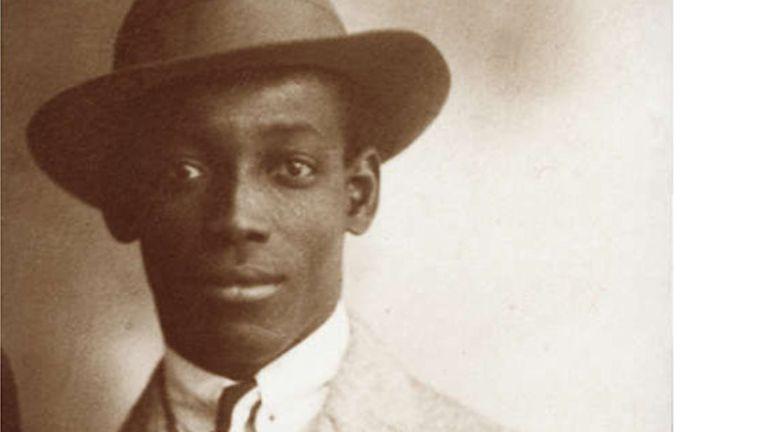 De 'Grote zoon van Suriname' is de geuzennaam van politiek activist, schrijver en verzetsstrijder Anton de Kom. Beeld