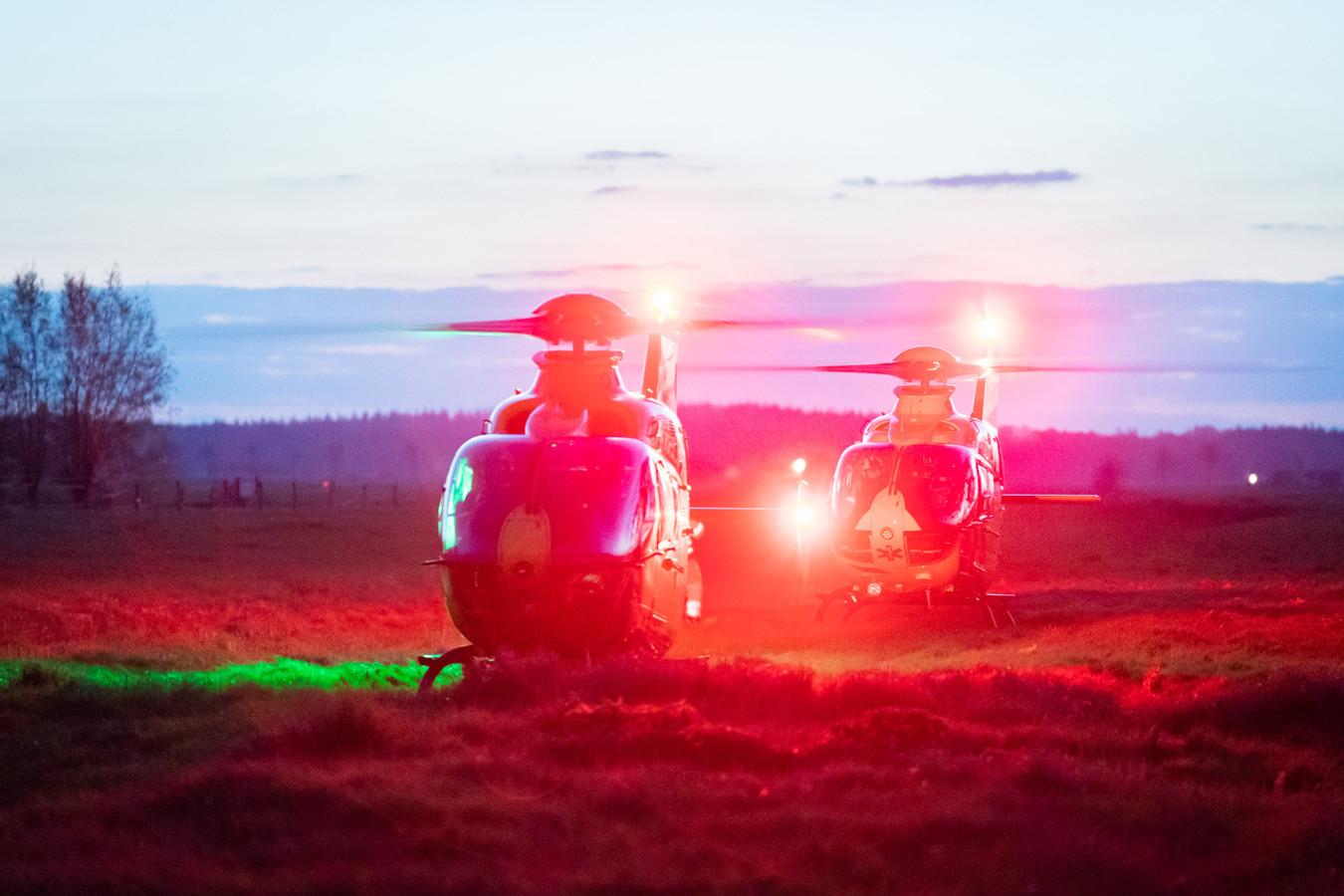 Er waren twee traumahelikopters nodig bij een ernstig ongeval tussen twee scooterrijders in Westbroek.