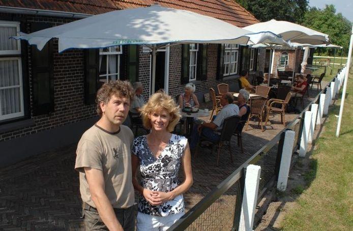 Gert en Carina Kelder hebben het voormalig schipperscafé Boonstra in Gramsbergen opgekocht. foto Bureau Uijlenbroek