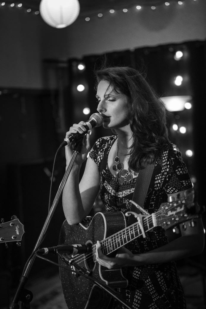 Femke Weidema maakte furore in Amerika als songwriter/producer en verzorgde op 1 december 2018 een masterclass in Hedon waar zij samen met Micah & Julia muziek schreef.