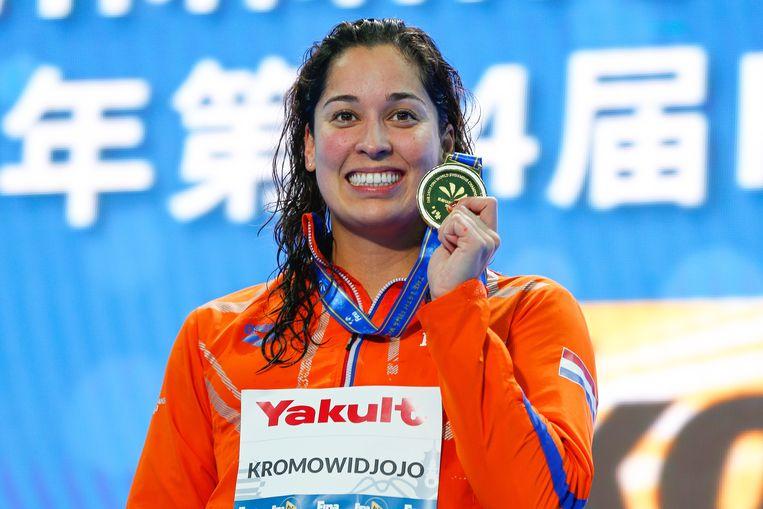 Ranomi Kromowidjojo met haar gouden medaille. Beeld EPA