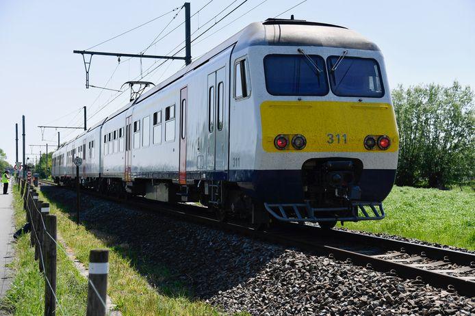 Fietser gegrepen door trein in Zele.