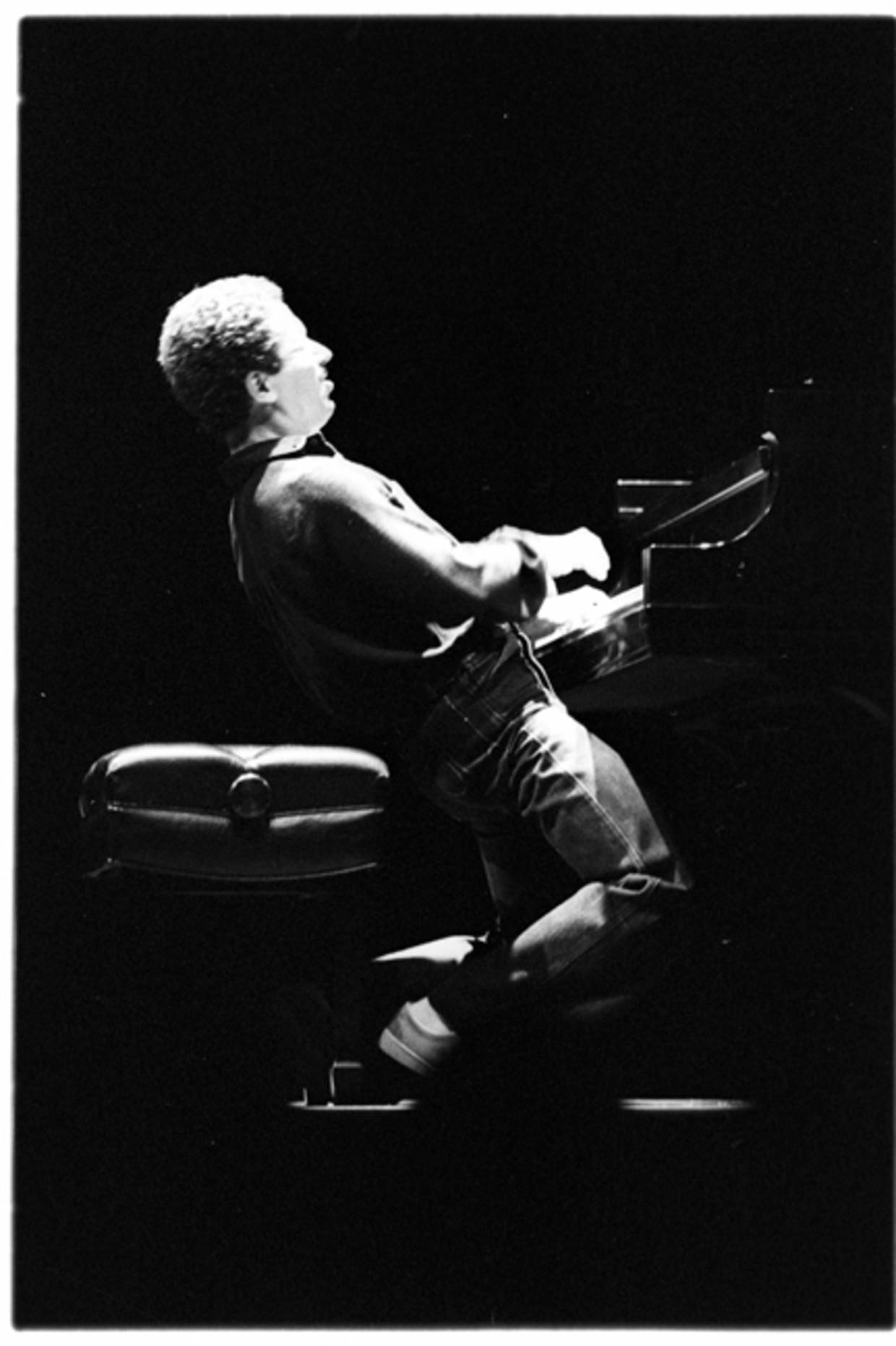 Keith Jarrett treedt op in San Fransisco, omstreeks 1975. Beeld Getty