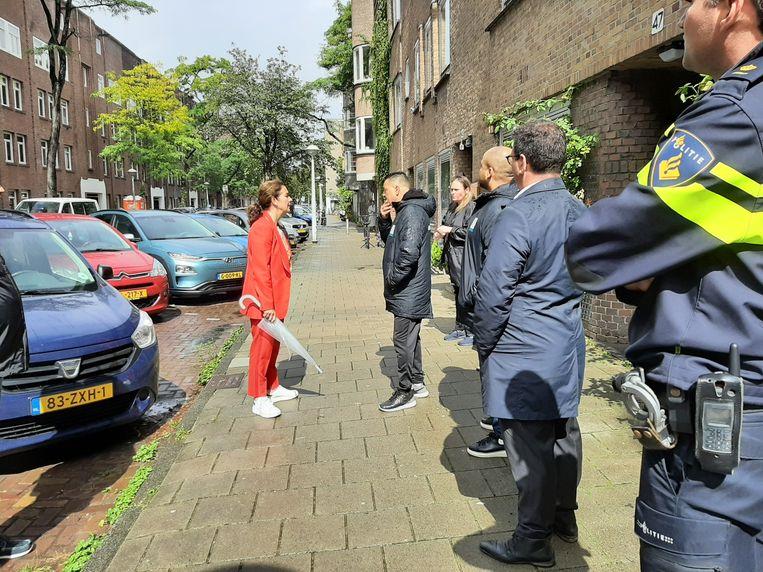 Burgemeester Halsema kwam de dag na de schietpartijen naar de Vechtstraat en stelde cameratoezicht in. Beeld Hanneloes Pen
