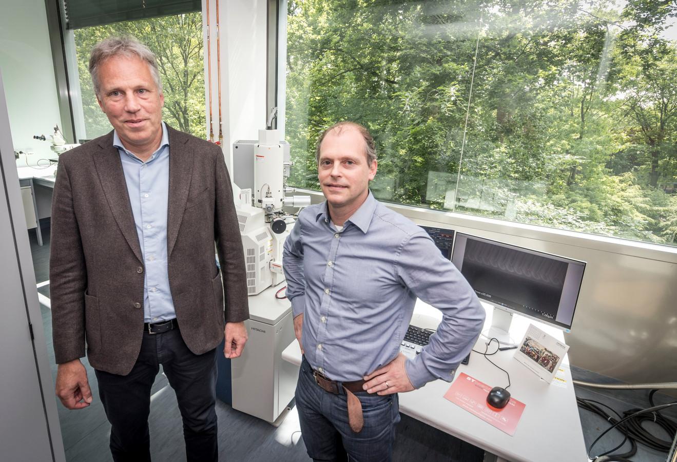 Rob Voorkamp (l) en Marc Verschuuren van het Philipsbedrijf SCIL.