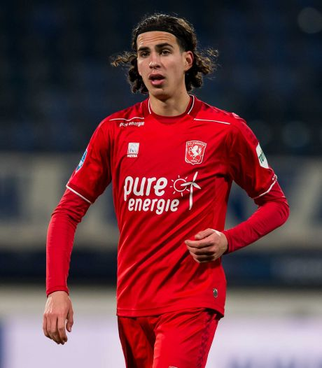 FC Twente-speler Ramiz Zerrouki maakt debuut voor Algerije