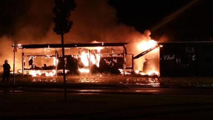 Club Angelique is helemaal in vlammen opgegaan.