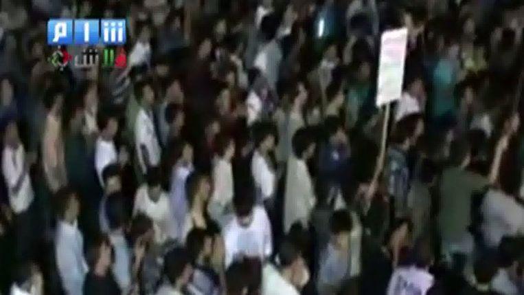 Een still van een filmpje op Youtube, van een demonstratie vanmiddag in de Syrische stad Homs. Beeld afp