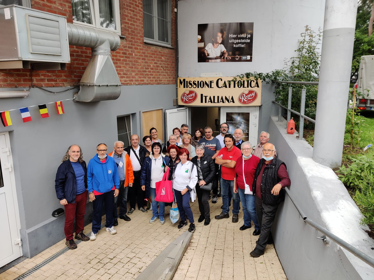De Italiaanse gemeenschap uit Genk bereidt pasta's voor de slachtoffers van het noodweer in Verviers.