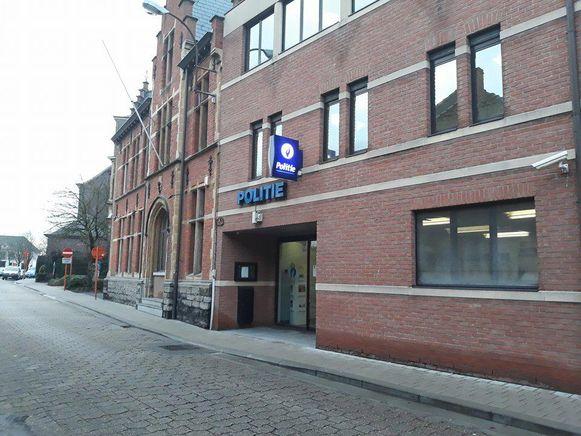 Het onderzoek naar het grensoverschrijdend gedrag bij politie Assenede-Evergem loopt nog steeds.