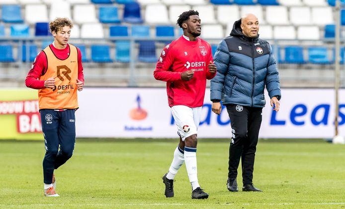 Wesley Spieringhs, en Kwasi Wriedt met conditie- en hersteltrainer Chima Onyeike.