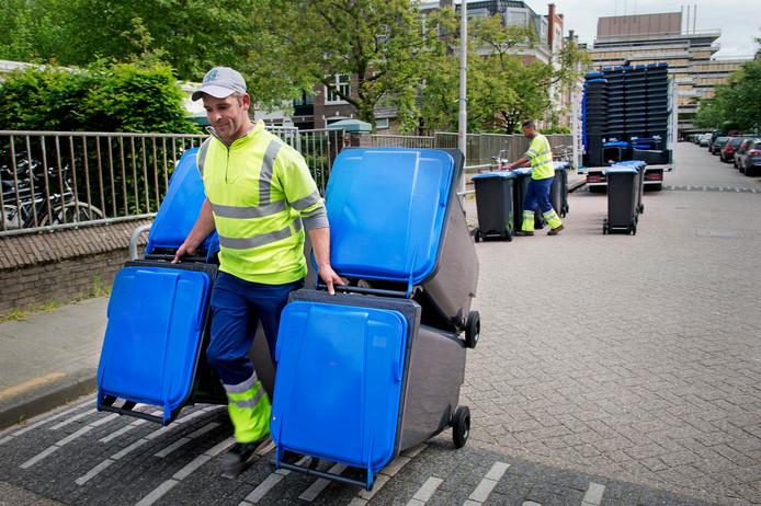 Huishoudens in Albrandswaard, Barendrecht en Ridderkerk ontvangen een minicontainer met blauw deksel voor oudpapier en karton.