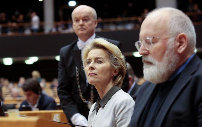 Ursula Von der Leyen (links) en 'klimaatpaus' Frans Timmermans tijdens de presentatie van de Green Deal, in Brussel.