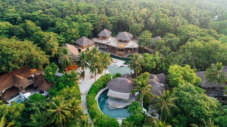 Op Soneva Fushi staan 71 vakantievilla's. De 400 vaste eilandbewoners zijn het personeel van het resort. Zij hoeven geen muggenwerende middeltjes meer te gebruiken en lopen ook niet langer het risico om knokkelkoorts te krijgen na een muggenbeet. Beeld Soneva