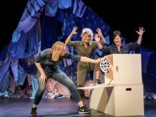 Theatervoorstelling 'Tis Hier Geen Hotel' in Helmond: 'Vrolijk mopperen over puberende kinderen'