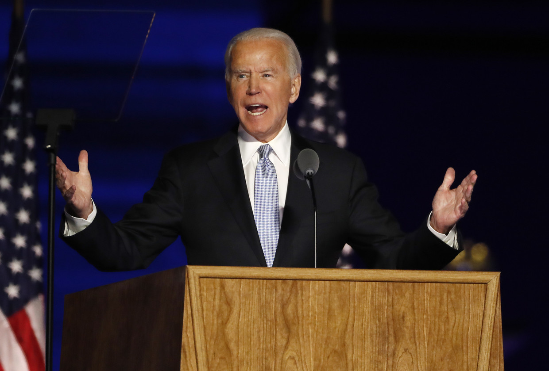Joe Biden tijdens zijn eerste speech sinds zaterdag bekend werd dat hij de nieuwe president van de Verenigde Staten wordt. Beeld EPA