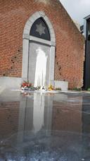 De bekladding bij het Joods Monument in Cuijk.