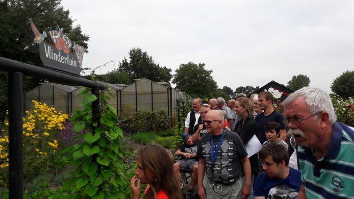 Woensdagmiddag werd de Vlindertuin van zorgboerderij De Meeshoeve in Oud Gastel feestelijk geopend. Cliënten en genodigden konden een rondje maken langs het pad door de tuin.