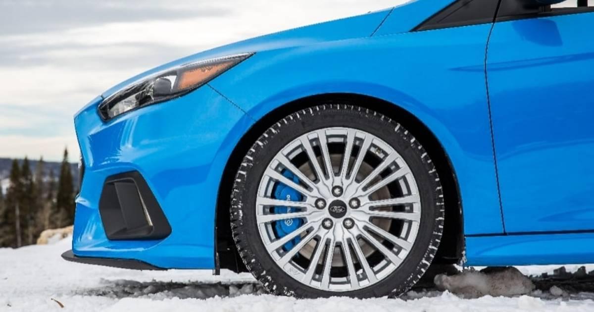 Dit moet je doen wanneer je auto niet wegkomt in de sneeuw - Eindhovens Dagblad